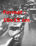 Reproduction D'une Photographie Ancienne Du Trafic Et De La Queue De Taxis à New-York En 1940 - Reproductions