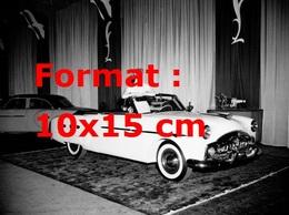 Reproduction D'une Photographie Ancienne D'une Femme Dans Une Jaguar Roadster Décapotable En 1952 - Reproductions