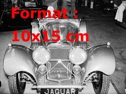 Reproduction D'une Photographie Ancienne D'une Vue De Face D'une Jaguar SS 100 3.5 Litres Au Salon De L'automobile - Reproductions