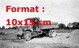 Reproduction D'une Photographie Ancienne D'une Petite Camionnette Sur Un Chantier En 1905 - Reproductions