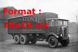 Reproduction D'une Photographie Ancienne D'une Camion Avec La Publicité International Stores De 1932 - Reproductions