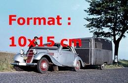 Reproduction D'une Photographie Ancienne D'une Adler Sport Tractant Une Caravane - Repro's