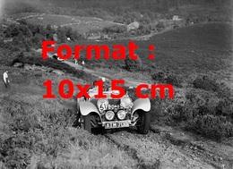 Reproduction D'une Photographie Ancienne D'une Jaguar SS 100 2663 Cc En Course En 1937 - Reproductions