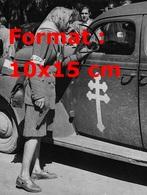 Reproduction D'une Photographie Ancienne D'une Femme Des Forces Françaises De L'intérieur à La Libération De Paris 1944 - Reproductions