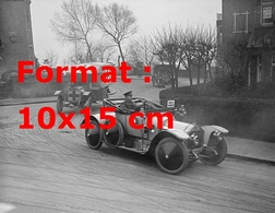 Reproduction Photographie Ancienne D'une Lorraine-Dietrich Suivi D'une Ambulance Pendant La Deuxième Guerre Mondiale - Reproductions