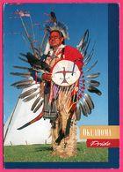 Plains Indian In Warrior Regalia - Oklahoma Pride - Photo JOHN SOUTHEM - 2001 - Timbres Indiens SACAGAWEA GERONIMO - Etats-Unis