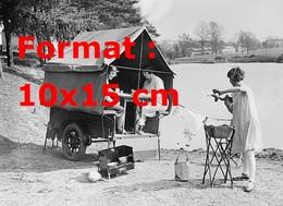 Reproduction D'une Photographie Ancienne De L'ancêtre De La Caravane, Une Tente Dans Une Remorque - Reproductions