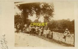 79 St Maixent, Guerre 14-18, Carte Photo De Poilus En Pause Le Long D'une Route, 16 Août 1915 - Saint Maixent L'Ecole
