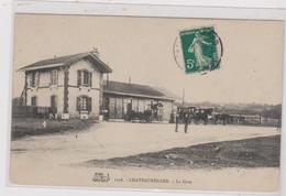Cpa CHATEAURENARD La Gare Animée - France
