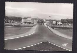 CPSM 30 - ALES - Le Pont-Neuf - TB PLAN EDIFICE Et Perspective Vers La Ville ANIMATION + Détails Maisons 1964 - Alès