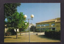 CPSM 30 - MILHAUD - La Place Frédéric Mistral - TB PLAN Avec Centre Socio Culturel - France
