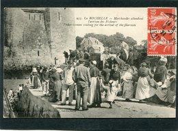 CPA - LA ROCHELLE - Marchandes Attendant L'arrivée Des Pêcheurs, Très Animé - La Rochelle