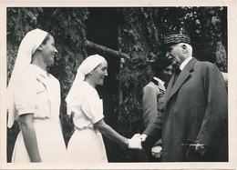 MARECHAL PETAIN - CLERMONT FERRAND - LE 27 JUILLET 1942 LE MARECH   - AVEC EXPLICATION AU DOS DE LA PHOTO (DIM 18  X 13) - Personnes Identifiées