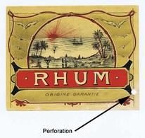 Étiquette Ancienne De RHUM. Distillerie Indéterminée. Lithographie Coussillan Et Chebrou, Niort. Avec PERFORATION. - Rhum