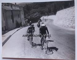 PHOTO -  CYCLISME- CICLISMO-TOUR DE FRANCE 1939 -ETAPE MONACO - DIGNE - RENE VIETTO A LA SORTIE DE GRASSE - Cycling