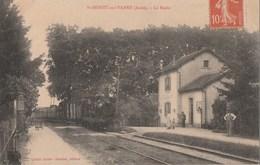 SAINT BENOIT SUR VANNE - LE TRAIN ARRIVE  A LA HALTE - BELLE CARTE - ANIMATION SUR LE QUAI - 2 SCANNS - TOP !!! - Gares - Avec Trains