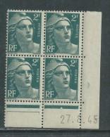 France N° 713 XX Marianne Gandon  2 F.  Vert En Bloc De 4 Coin Daté Du 27 . 8 . 45 , 1  Point Blanc Sans Ch., TB - Coins Datés
