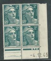 France N° 713 XX Marianne Gandon  2 F.  Vert En Bloc De 4 Coin Daté Du 6 . 12 . 45 , 1  Point Blanc Sans Ch., TB - Coins Datés