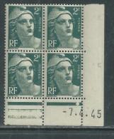 France N° 713 XX Marianne Gandon  2 F.  Vert En Bloc De 4 Coin Daté Du 7 . 4 . 45 , 1  Point Blanc Sans Ch., TB - Coins Datés