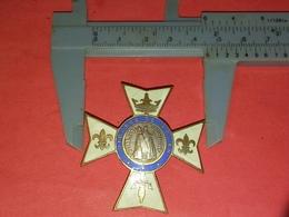 Médaille Religieuse émaillée Broche Diocèse De Rouen Notre Dame De Bonsecours 2 - Brooches
