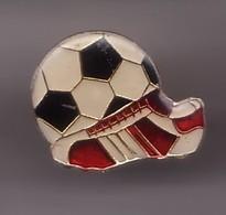 Pin's Chaussure Et Ballon De Football. Réf 808 - Football