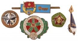 5db-os Vegyes Militária Tétel, Közte 'Önkéntes Határőr' Jelvény és 'Társadalmi Erdei Szolgálat' Fém Felvarró T:2,2- - Coins & Banknotes