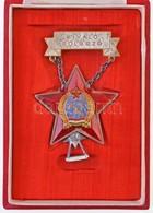 -~1950. 'Kiváló Dolgozó' Rákosi-címeres Zománcozott Fém Kitüntetés Miniatűrrel, Eredeti Tokban T:2 - Coins & Banknotes