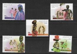 ANGOLA 2001  DANCES AND TYPICAL COSTUMES - Angola
