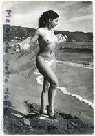 - Carte Photo - Belle Fille Dénudée Sur La Plage, érotisme, Pin Up, Grand Format, Glacée, TTBE, Scans.. - Pin-Ups