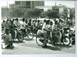 Photo Bénin. Cotonou, Les Zemidjan Ou Motos-taxis 1993. - Afrique