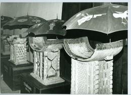 Photo Bénin. Musée D'Abomey. Salle Des Trônes En Bois De Fromager. Sculpture 1993. - Afrique