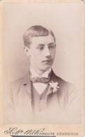ANTIQUE CDV PHOTO - SMART YOUNG MAN WITH BUTTON HOLE. CAMBRIDGE STUDIO - Photographs