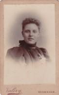 ANTIQUE CDV PHOTO - YOUNG WOMAN. CURLY HAIR.  BECKENHAM STUDIO - Photographs
