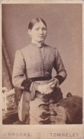ANTIQUE CDV PHOTO - STANDING LADY . CENTRAL HAIR PARTING. TOWNELEY STUDIO - Photographs