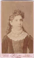 ANTIQUE CDV PHOTO - LADY WITH LONG CURLY HAIR. LACE COLLAR.  LONDON STUDIO - Photographs