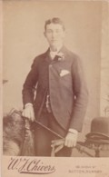 ANTIQUE CDV PHOTO - SMART MAN WITH GLOVES, HAT AND CANE.  SUTTON STUDIO - Photographs