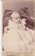 ANTIQUE CDV PHOTO - BONNY BABY. LACY DRESS.  ISLINGTON STUDIO. 1890. - Photographs