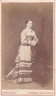 ANTIQUE CDV PHOTO -LADY WITH LONG DRESS. GAINSBORO STUDIO. - Photographs