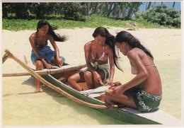 Jeunes Polynésiennes Préparant Les Poissons Pour Le Déjeuner - Tahiti