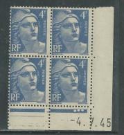 France N° 717 XX Marianne Gandon 4 F. Outremer En Bloc De 4 Coin Daté Du 4 . 7 . 45 , 3  Points Blancs Sans Ch., TB - Coins Datés