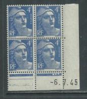 France N° 717 XX Marianne Gandon 4 F. Outremer En Bloc De 4 Coin Daté Du  6 . 7 . 45 , 3  Points Blancs Sans Ch., TB - Coins Datés