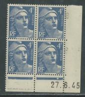 France N° 717 XX Marianne Gandon 4 F. Outremer En Bloc De 4 Coin Daté Du  27 . 6 . 45 , 1  Point Blanc Sans Ch., TB - Coins Datés