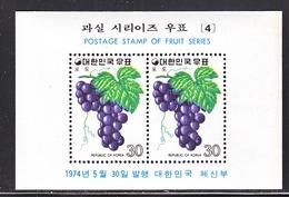 KOREA 896 A     **    FRUITS   GRAPES - Fruits