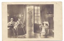 Fotokaart   Carte Photo  - Interieur - Verstuurd Van Linkebeek Naar Tiegem 1909 - Cartes Postales