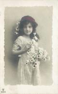 Carte Enfant Fillette Marguerites Garance 1910 Angelot Bouquet 2536/6 Colorisée Dentelle - Ritratti