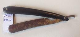 Lot. 985.  Ancien Rasoir Ou Coupe Choux. 600 R.M. Solingen. Une étoile Et Un B - Razor Blades