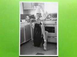 MODE , Coiffure Dans La Cuisine / Kitchen Hairdresser,pin Up Transistor, Magazine,Family Cookery ,ed Nouvelles Images Tb - Fashion