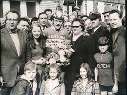 BEVEREN IEPER --   1973  FOTO 10 X 7 CM   -  FRANCIS CATTEEUW IN WESTHOEKPROEF TE BEVEREN IEPER - Ieper