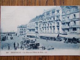 14 - TROUVILLE - Place De L' Hôtel De Ville. (Taxis) - Trouville