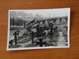 WW2 GUERRE 39 45 MILITARIA VERSAILLES ENTERREMENT D AVIATEURS ALLEMANDS AU CIMETIERE DES GONARDS DEPOSE DE GERBES - Versailles